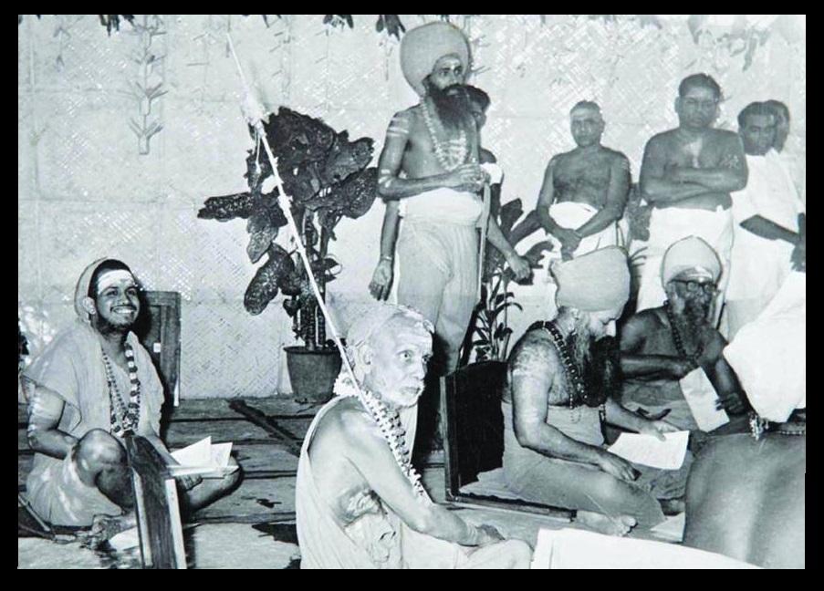 Dharmapura Adheenam, with Periyavar and Jeyandra Saraswati and others