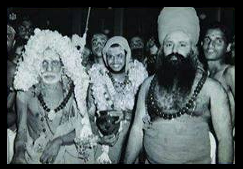 Dharmapura Adheenam, with Periyavar and Jeyandra