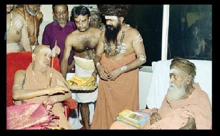 Dharmapuri Adheenam with Jendra Saraswati, Kanchi mutt